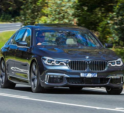 رانندگی با بی ام و ۵۳۰i مدل ۲۰۱۷ را تجربه کنید -