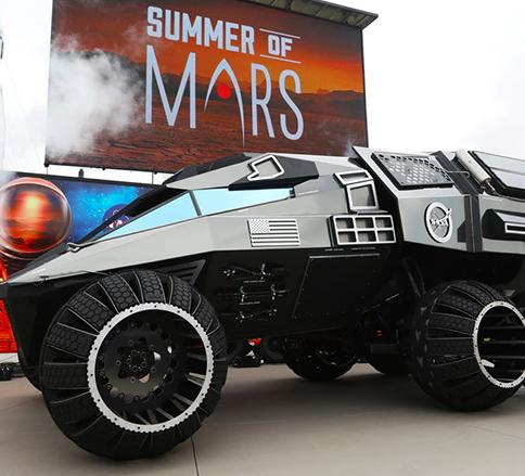 انتشار تصویری از حرکت مریخ نورد بزرگ ناسا در خیابان -